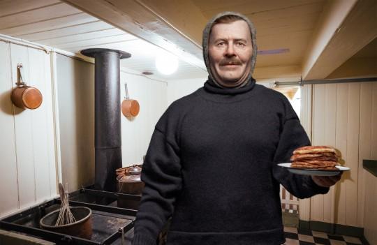 Adolf Lindstrøm back in the galley